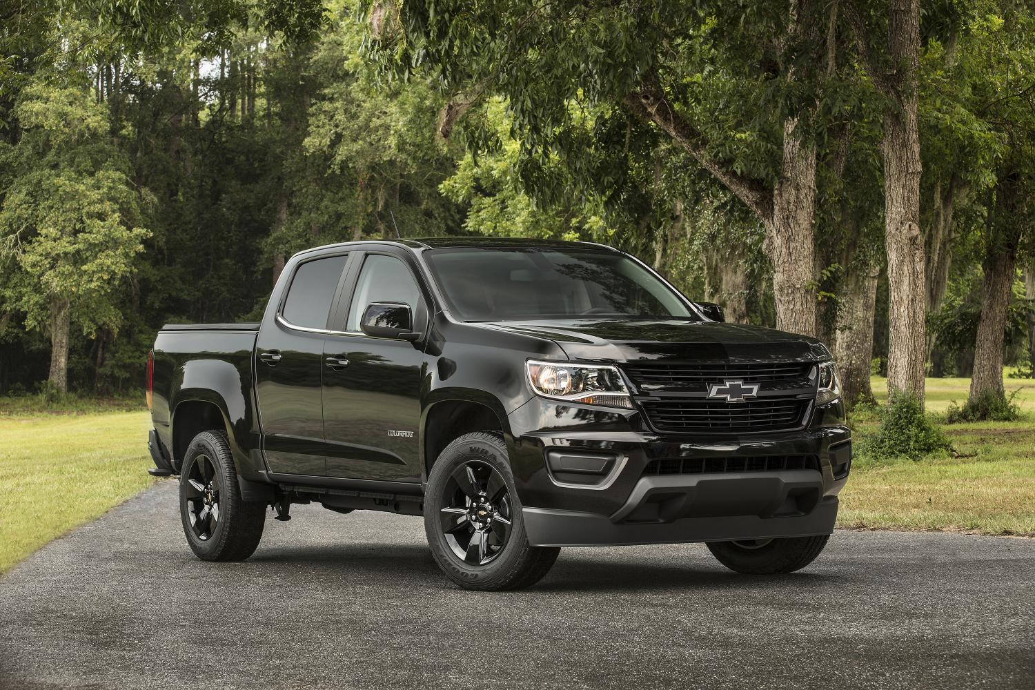 chevy colorado gets midnight edition z71 trail boss 2015 2016 2017 chevrolet colorado gmc. Black Bedroom Furniture Sets. Home Design Ideas
