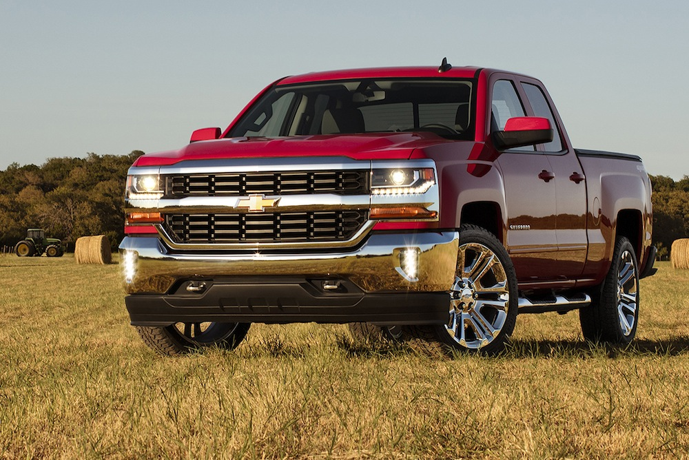 chevrolet drops new photos and details on 2016 silverado chevytv. Black Bedroom Furniture Sets. Home Design Ideas