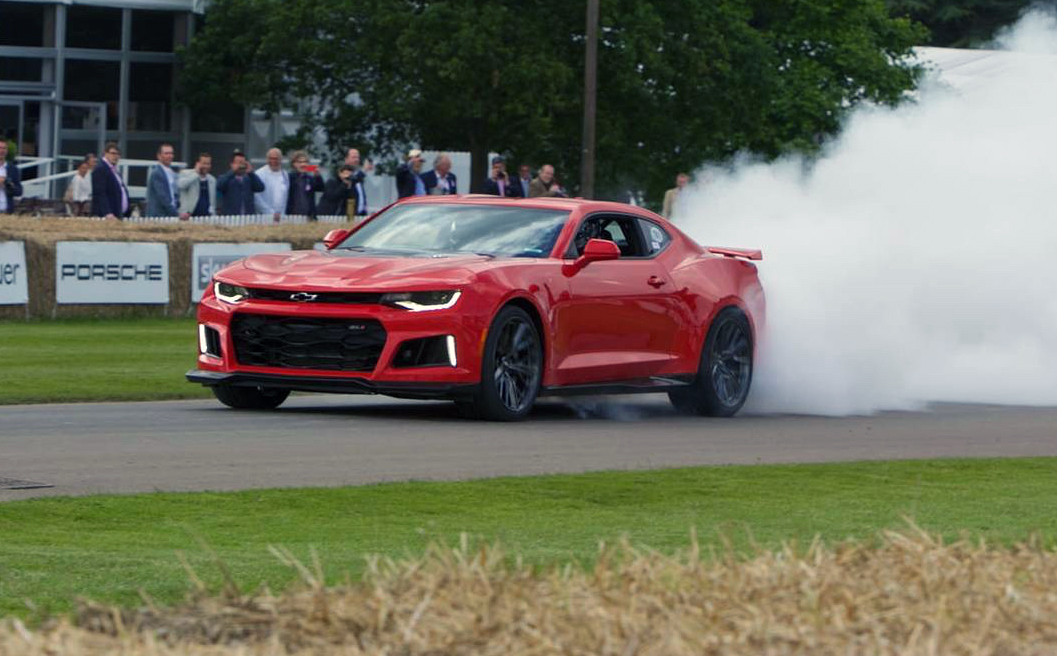 2017 Chevy Camaro ZL1 Walking Burnout Makes The Brits Go Wild ...