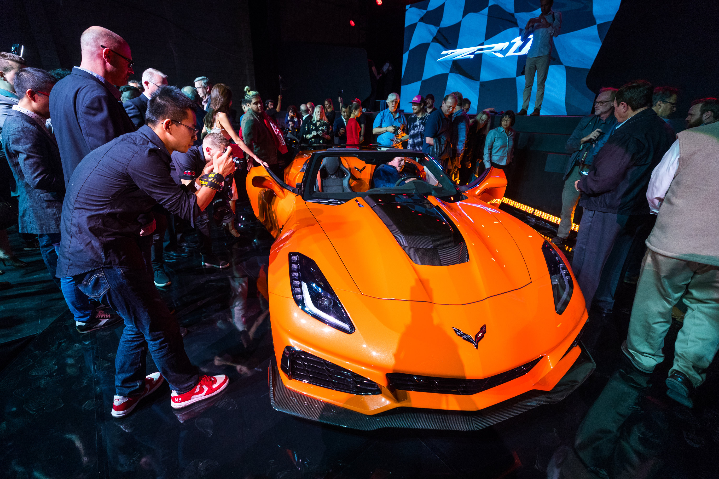 chevy drops the top on the 2019 corvette zr1